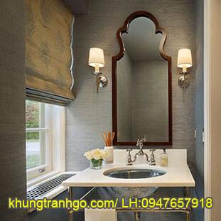 Khung gương gỗ trang trí phòng tắm hiện đại
